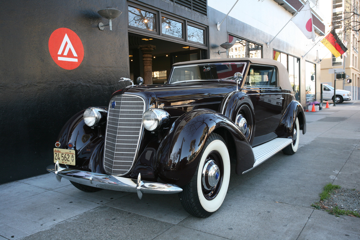 1937 Lincoln Brunn Victoria Convertible
