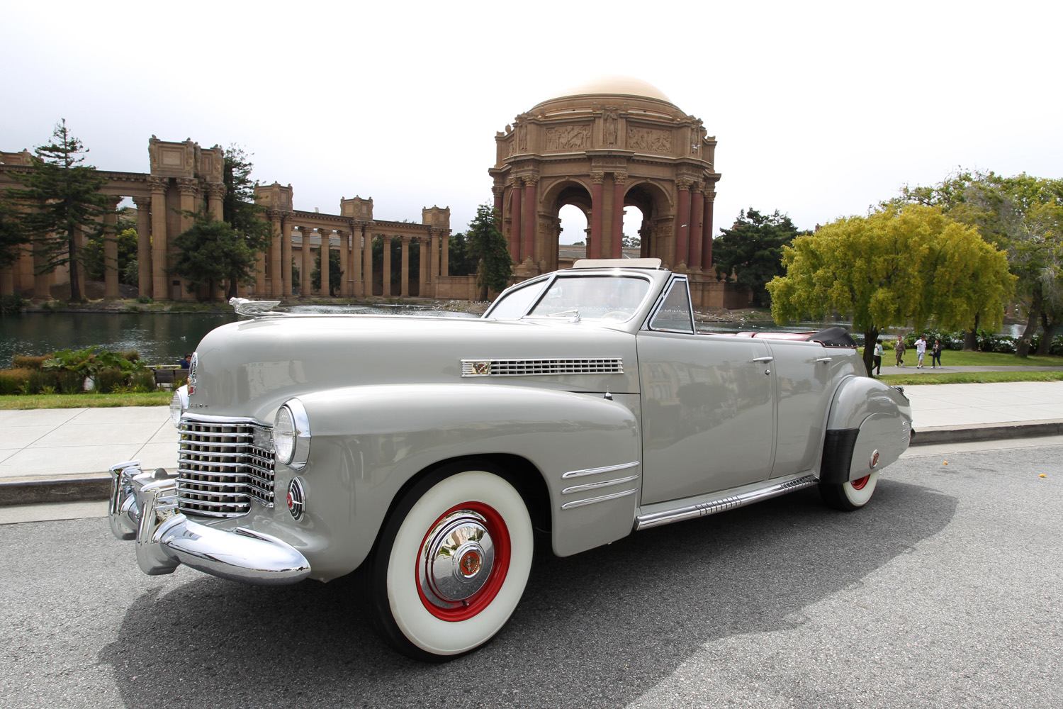 1941 Cadillac Series 62 Convertible Sedan